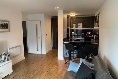 1 bedroom apartment for sale - HUB LARGE 1 BEDROOM WITH RE-FITTED KITCHEN, LARGE SOUTH FACING CANAL SIDE BALCONY AND SECURE ALLOCATED PARKING