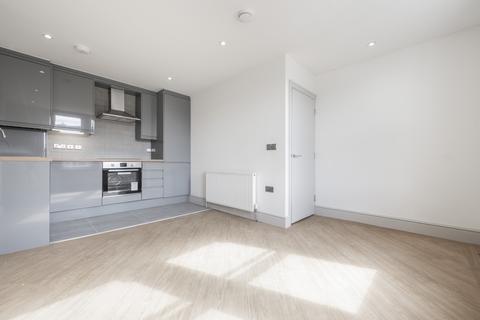2 bedroom flat - Honley Road London SE6
