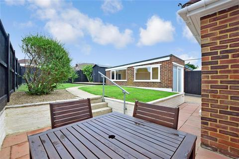 3 bedroom bungalow for sale - Madginford Road, Bearsted, Maidstone, Kent