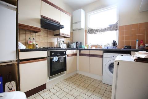 2 bedroom flat to rent -  Mackenzie Road, London