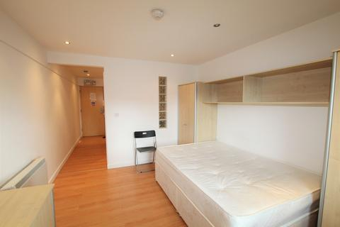 Studio to rent - Central Park Avenue, Pennycomequick, Plymouth
