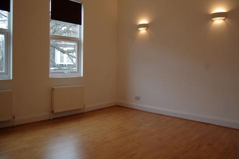 3 bedroom maisonette to rent - Hazellville Road, London