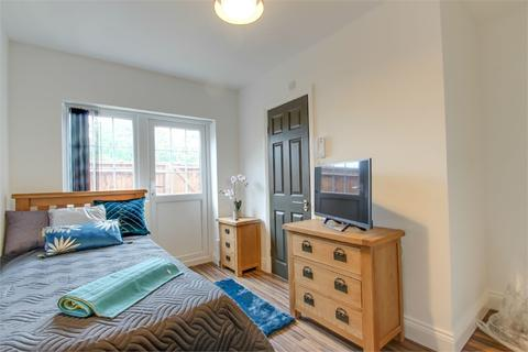 House share to rent - Church Street, Burnham, Buckinghamshire