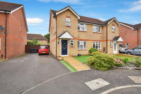 3 bedroom semi-detached house for sale - Skylark Way, Kingsnorth