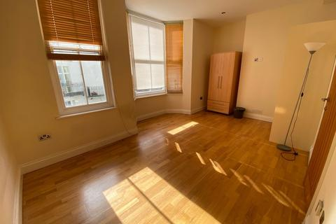 Studio to rent - Burlington Street, Kemp Town