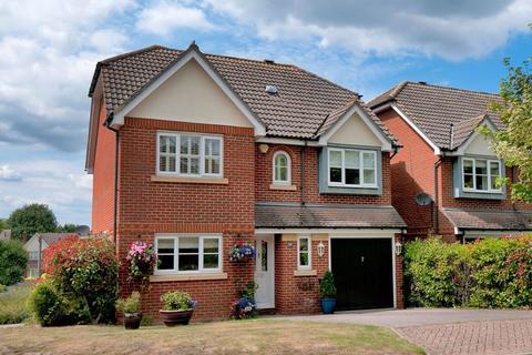 4 bedroom detached house for sale - Copper Beech View, Tonbridge, TN9 2HF