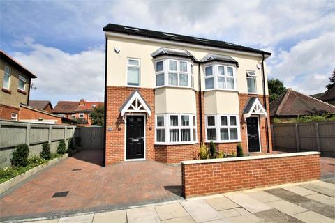 3 bedroom semi-detached house - Grantham Road, Norton, Stockton, TS20 1PP