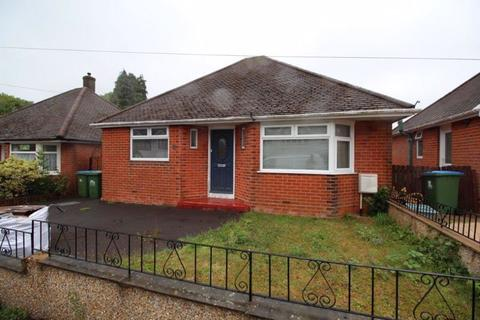 2 bedroom detached bungalow for sale - Castle Road, Southampton
