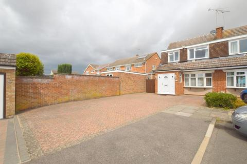 3 bedroom semi-detached house for sale - Turnpike Drive, Luton, Bedfordshire, LU3 3RG