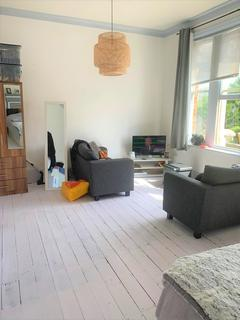 Flat share to rent - Myddleton Road, Wood Green