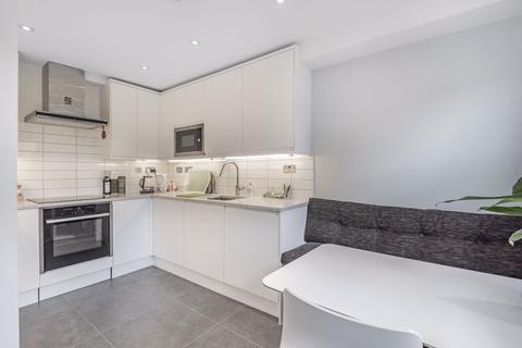 3 bedroom property for sale - Ambleside Close, London