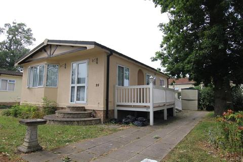 2 bedroom bungalow for sale - The Spinney, Jaywick Lane, Clacton-on-Sea