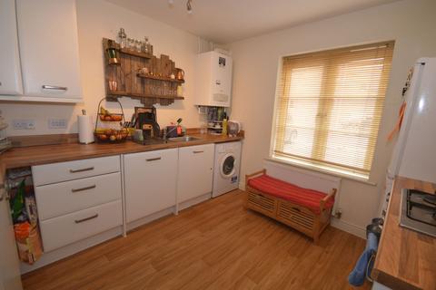 2 bedroom flat - New Akeman Court