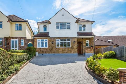 4 bedroom detached house for sale - Downs Way Close, Tadworth