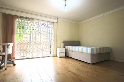 4 bedroom house to rent - Wager Street, London