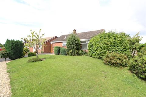 2 bedroom bungalow for sale - Pine Crescent, Stafford, ST17 0NF