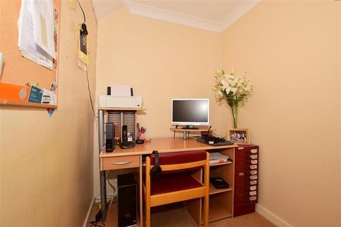 3 bedroom end of terrace house for sale - Hornbeam Close, Ashford, Kent