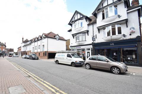 2 bedroom flat to rent - Station Road, Gerrards Cross, SL9