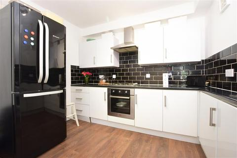 2 bedroom ground floor maisonette - Caledon Road, Wallington, Surrey