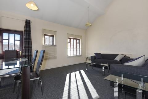 4 bedroom house to rent - Essex Park Mews London W3