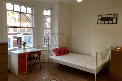 Studio to rent - Harlesden Gardens, London, NW10