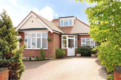4 bedroom bungalow to rent - Hillside Crescent, Northwood, HA6 1RP