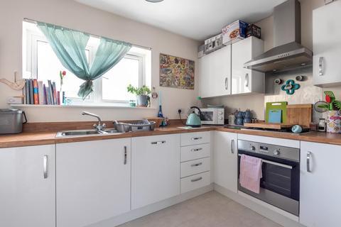 2 bedroom semi-detached house for sale - Aylesbury,  Buckinghamshire,  HP19