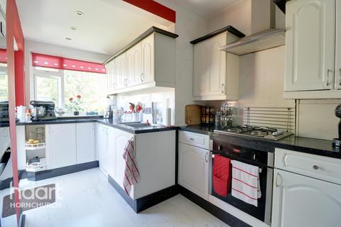 2 bedroom bungalow for sale - Coronation Drive, Hornchurch