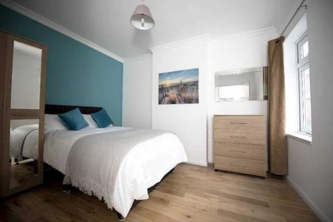 House share to rent - Valentia Road, Reading
