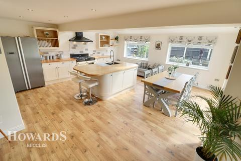 3 bedroom semi-detached house for sale - Pinewood Gardens, Beccles