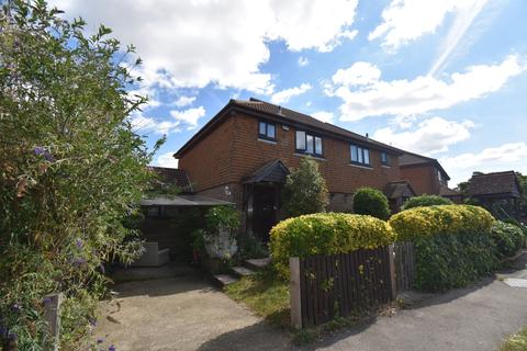3 bedroom semi-detached house to rent - Cherry Avenue Swanley BR8