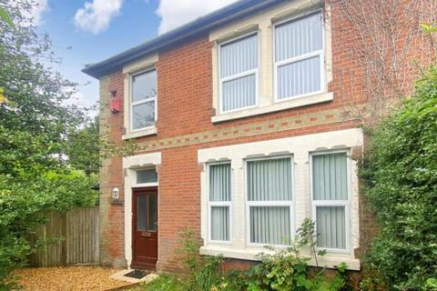 3 bedroom detached house for sale - Portsmouth Road, Southampton, Hampshire, SO19 9LY