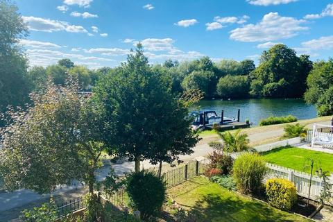 3 bedroom semi-detached house for sale - Thames Side, Staines-upon-Thames, Surrey, TW18
