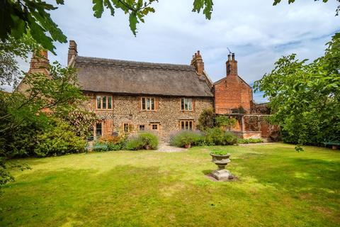 3 bedroom manor house for sale - Church Road, Bacton, Norwich