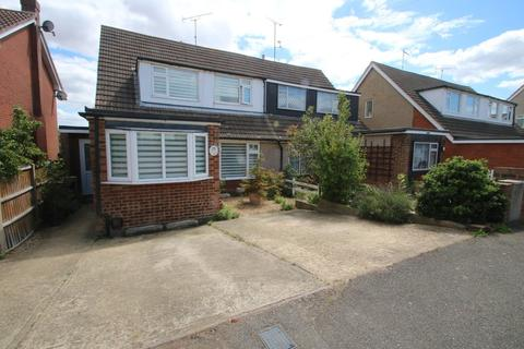 4 bedroom semi-detached house for sale - Bosworth Close, Hawkwell