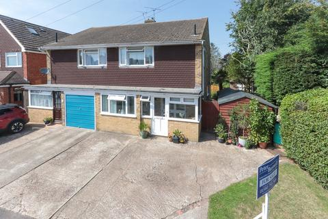 3 bedroom semi-detached house for sale - Hawkhurst - Quiet Cul-de-Sac Location