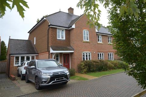 4 bedroom semi-detached house for sale - Langshott, Horley, Surrey, RH6