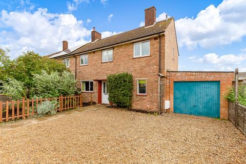 3 bedroom end of terrace house for sale - North Close, Royston