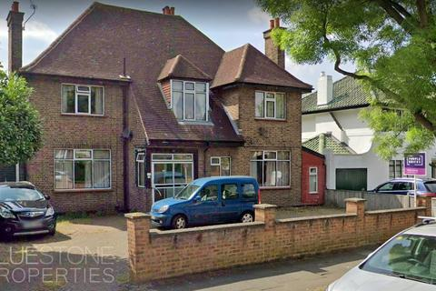 7 bedroom property to rent - Abbotsleigh Road, London