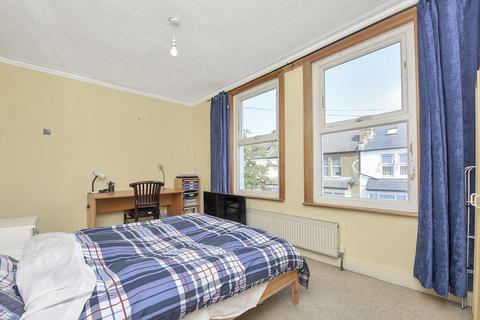 3 bedroom terraced house to rent - Kenlor Road, London SW17