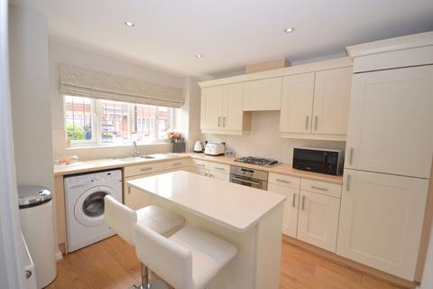 3 bedroom terraced house for sale - Bellflower Close, Widnes