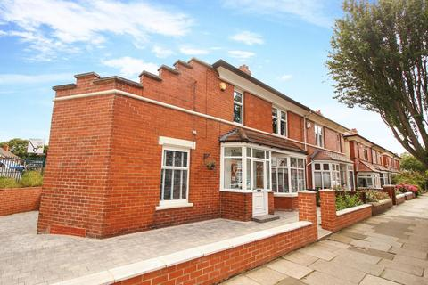 4 bedroom semi-detached house to rent - Grosvenor Drive, Whitley Bay