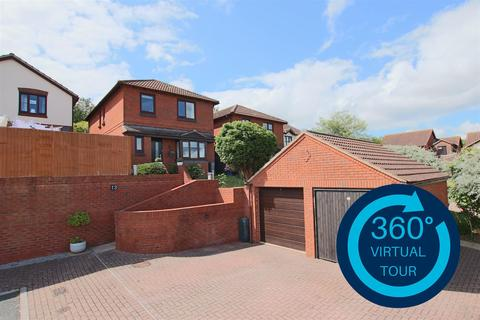 4 bedroom detached house for sale - Spruce Close, Exeter