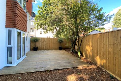 2 bedroom apartment - Commercial Road, Poole