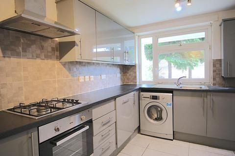 4 bedroom house to rent - Whitton Walk, London