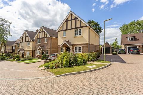 3 bedroom detached house for sale - Lambourne Close, Banstead