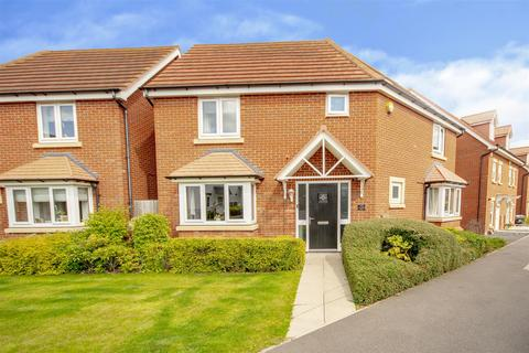3 bedroom detached house for sale - Mandeville Close, Hucknall, Nottinghamshire, NG15 8HQ