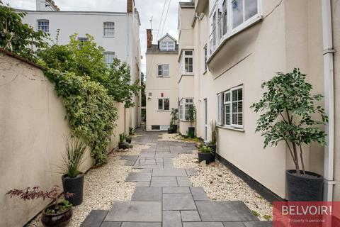2 bedroom apartment for sale - Binswood Avenue, Leamington Spa