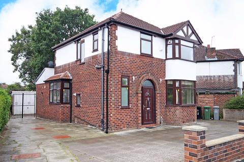 3 bedroom detached house - Lorraine Road, Timperley, Cheshire