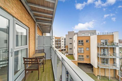 2 bedroom flat for sale - Sovereign Way, Tonbridge